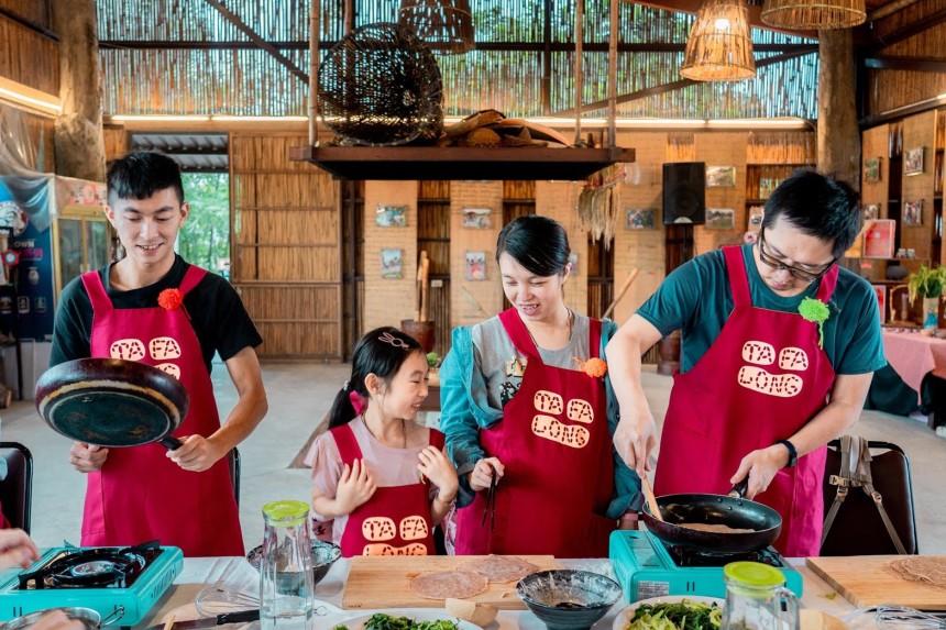 餐桌上的部落旅行照片_200109_0001.jpg