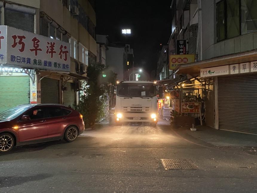 因武漢肺炎 臺東元宵消毒灑水車隨繞境路線做消毒作業 (2)_0